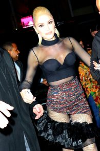 gwen-stefani-panty-peek-upskirt-at-snk-after-party-in-ny-14