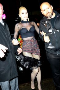 gwen-stefani-panty-peek-upskirt-at-snk-after-party-in-ny-16