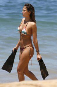 jessica-alba-wearing-a-bikini-in-hawaii-310