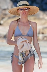 kate-bosworth-wearing-a-bikini-in-hawaii-17