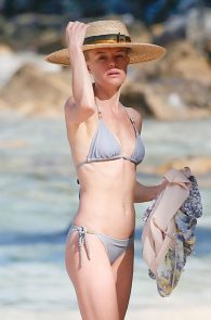 kate-bosworth-wearing-a-bikini-in-hawaii-19