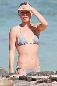 kate-bosworth-wearing-a-bikini-in-hawaii-20