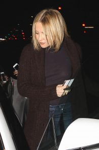 kate-hudson-braless-pokies-at-carlitos-gardel-restaurant-01