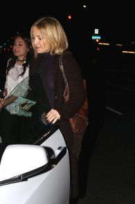 kate-hudson-braless-pokies-at-carlitos-gardel-restaurant-07