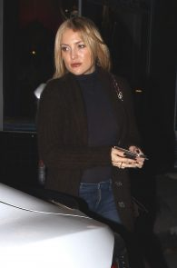 kate-hudson-braless-pokies-at-carlitos-gardel-restaurant-08