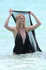 lara-stone-topless-photoshoot-in-miami-29