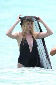 lara-stone-topless-photoshoot-in-miami-30