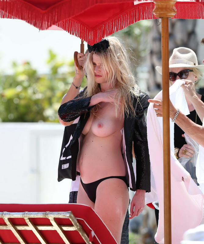 lara-stone-topless-photoshoot-in-miami-31