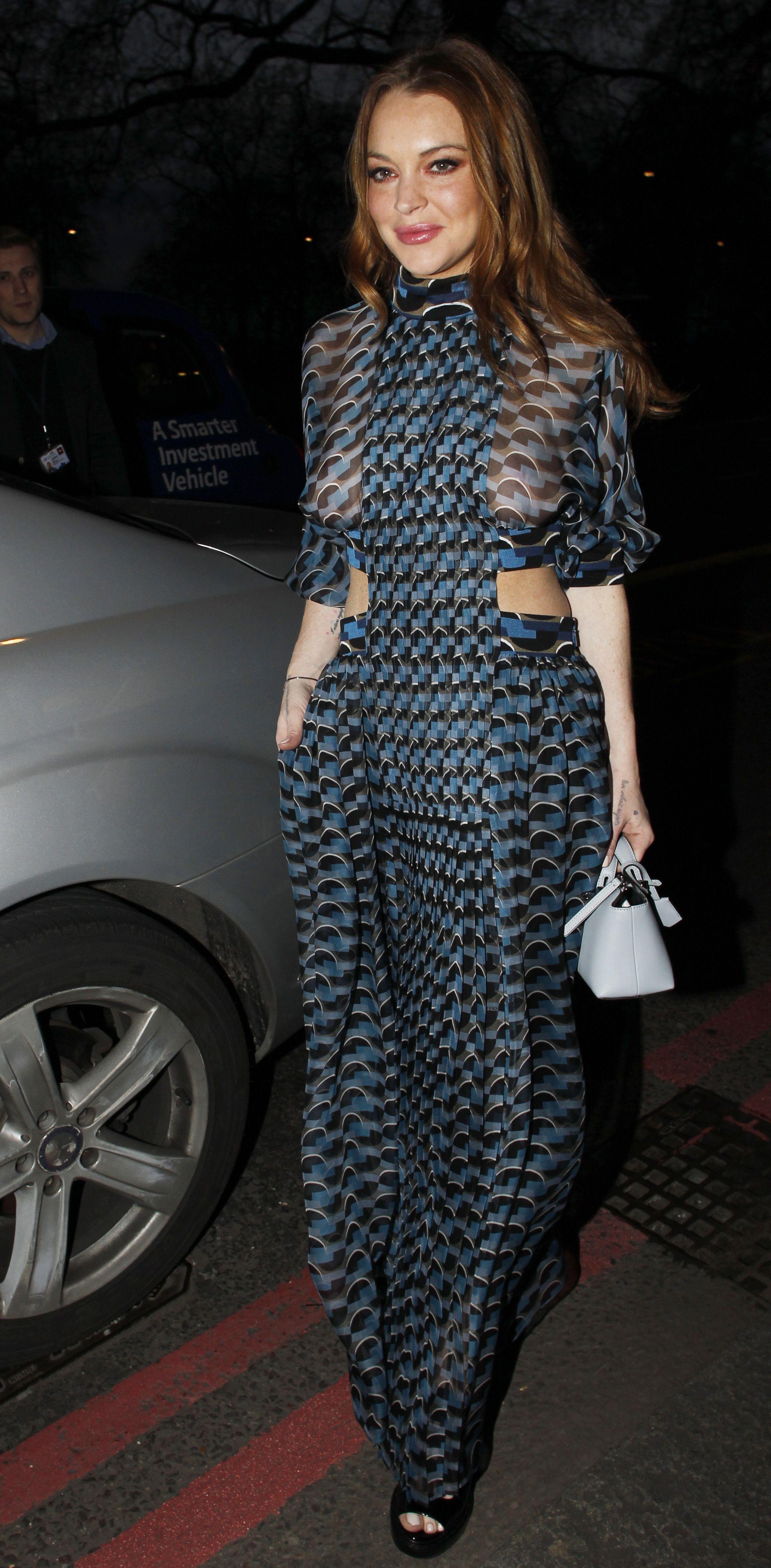 Lindsay-Lohan-See-Through-To-Nipples-Asian-Awards-London-12  Celebrity-Slipscom-1064