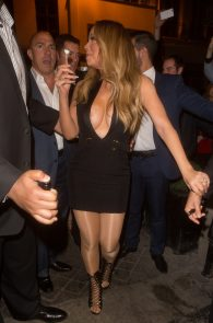 mariah-carey-nipple-pasties-at-vip-room-accor-hotels-arena-in-paris-04