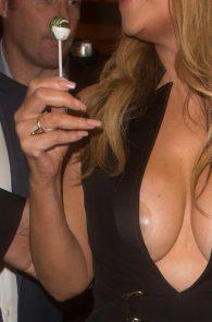 mariah-carey-nipple-pasties-at-vip-room-accor-hotels-arena-in-paris-16