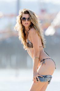 rachel-mccord-wearing-a-bikini-on-the-beach-in-la-01