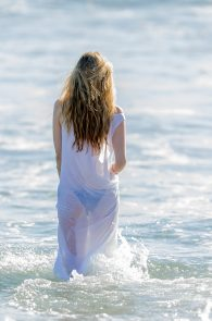 rachel-mccord-wearing-a-bikini-on-the-beach-in-la-06