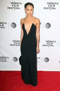 zoe-kravitz-cleavage-at-vincent-n-roxxy-premiere-tribeca-01