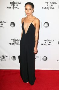 zoe-kravitz-cleavage-at-vincent-n-roxxy-premiere-tribeca-02