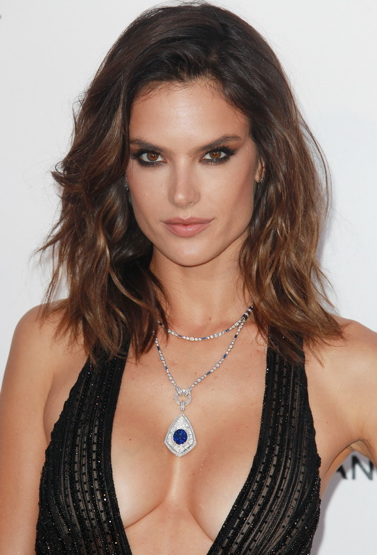 alessandra-ambrosio-deep-cleavage-at-cinema-against-aids-gala-01