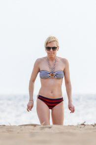 anna-faris-wearing-a-bikini-in-hawaii-02