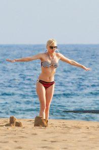 anna-faris-wearing-a-bikini-in-hawaii-03