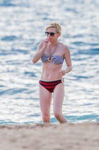 anna-faris-wearing-a-bikini-in-hawaii-10
