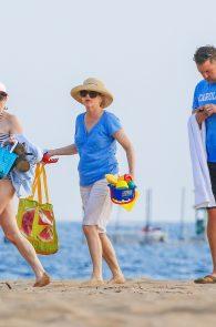 anna-faris-wearing-a-bikini-in-hawaii-11