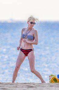 anna-faris-wearing-a-bikini-in-hawaii-13
