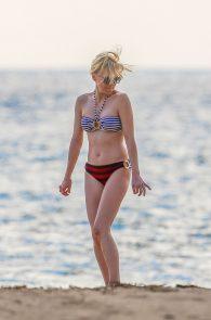 anna-faris-wearing-a-bikini-in-hawaii-16