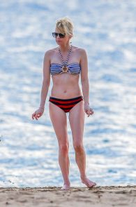 anna-faris-wearing-a-bikini-in-hawaii-18