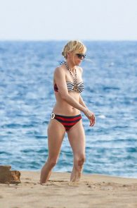 anna-faris-wearing-a-bikini-in-hawaii-19