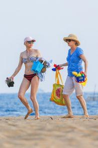 anna-faris-wearing-a-bikini-in-hawaii-20