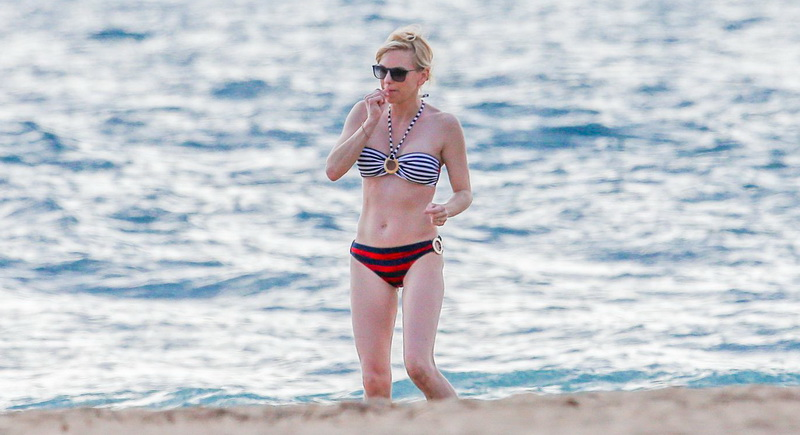 anna-faris-wearing-a-bikini-in-hawaii-23