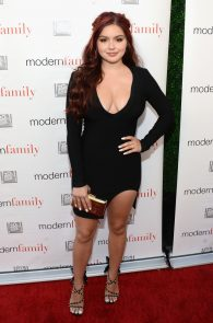 ariel-winter-deep-cleavage-at-modern-family-atas-emmy-event-01