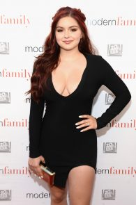ariel-winter-deep-cleavage-at-modern-family-atas-emmy-event-05