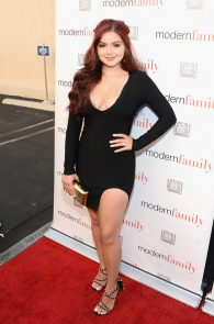 ariel-winter-deep-cleavage-at-modern-family-atas-emmy-event-09