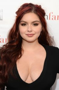 ariel-winter-deep-cleavage-at-modern-family-atas-emmy-event-11