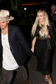 ashlee-simpson-see-through-to-ass-in-thong-at-the-nice-guy-01