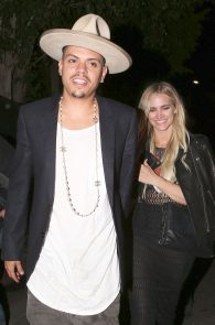 ashlee-simpson-see-through-to-ass-in-thong-at-the-nice-guy-06