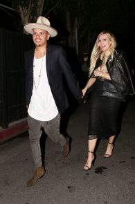 ashlee-simpson-see-through-to-ass-in-thong-at-the-nice-guy-07
