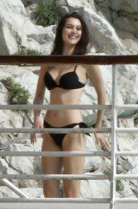 bella-hadid-bikini-booty-eden-roc-hotel-01