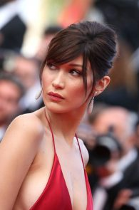 bella-hadid-pubes-at-la-fille-inconnue-premiere-in-cannes-04