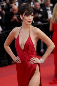 bella-hadid-pubes-at-la-fille-inconnue-premiere-in-cannes-05