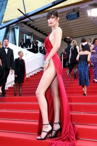 bella-hadid-pubes-at-la-fille-inconnue-premiere-in-cannes-06