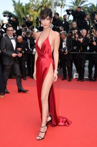 bella-hadid-pubes-at-la-fille-inconnue-premiere-in-cannes-29