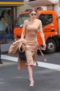 gigi-hadid-pokies-while-out-in-nyc-03
