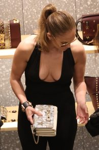 jennifer-lopez-deep-cleavage-shopping-in-miami-09