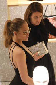 jennifer-lopez-deep-cleavage-shopping-in-miami-12