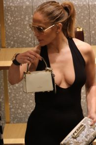 jennifer-lopez-deep-cleavage-shopping-in-miami-14