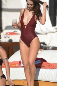 jennifer-metcalfe-pubes-and-cameltoe-in-swimsuit-poolside-04