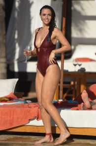 jennifer-metcalfe-pubes-and-cameltoe-in-swimsuit-poolside-06