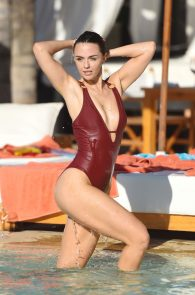 jennifer-metcalfe-pubes-and-cameltoe-in-swimsuit-poolside-07