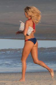 kelly-rohrbach-alexandra-daddario-wearing-bikinis-on-the-set-of-baywatch-01